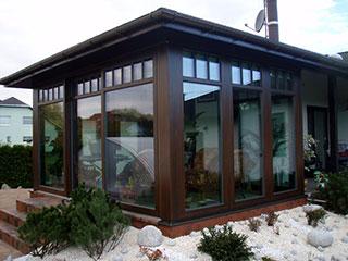 8540599fc3427 Každá zimná záhrada je unikát, ktorý je zostavený systémovo z jednotlivých  prvkov. Jedná sa najmä o strešné profily pre pevnú strechu, zvislé pevné aj  ...
